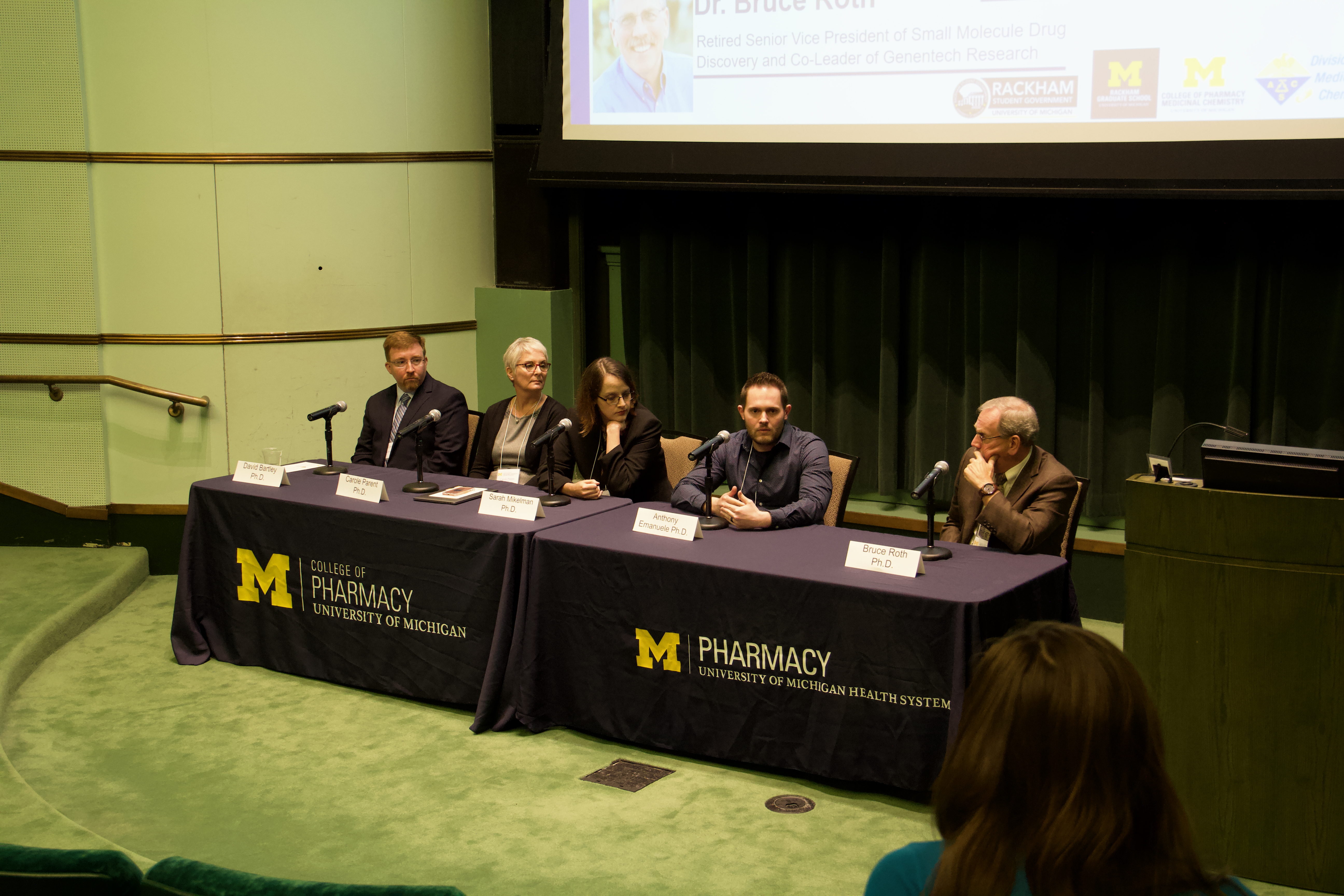 Career panel discusses options for MedChem students at the ACS Career Forum.