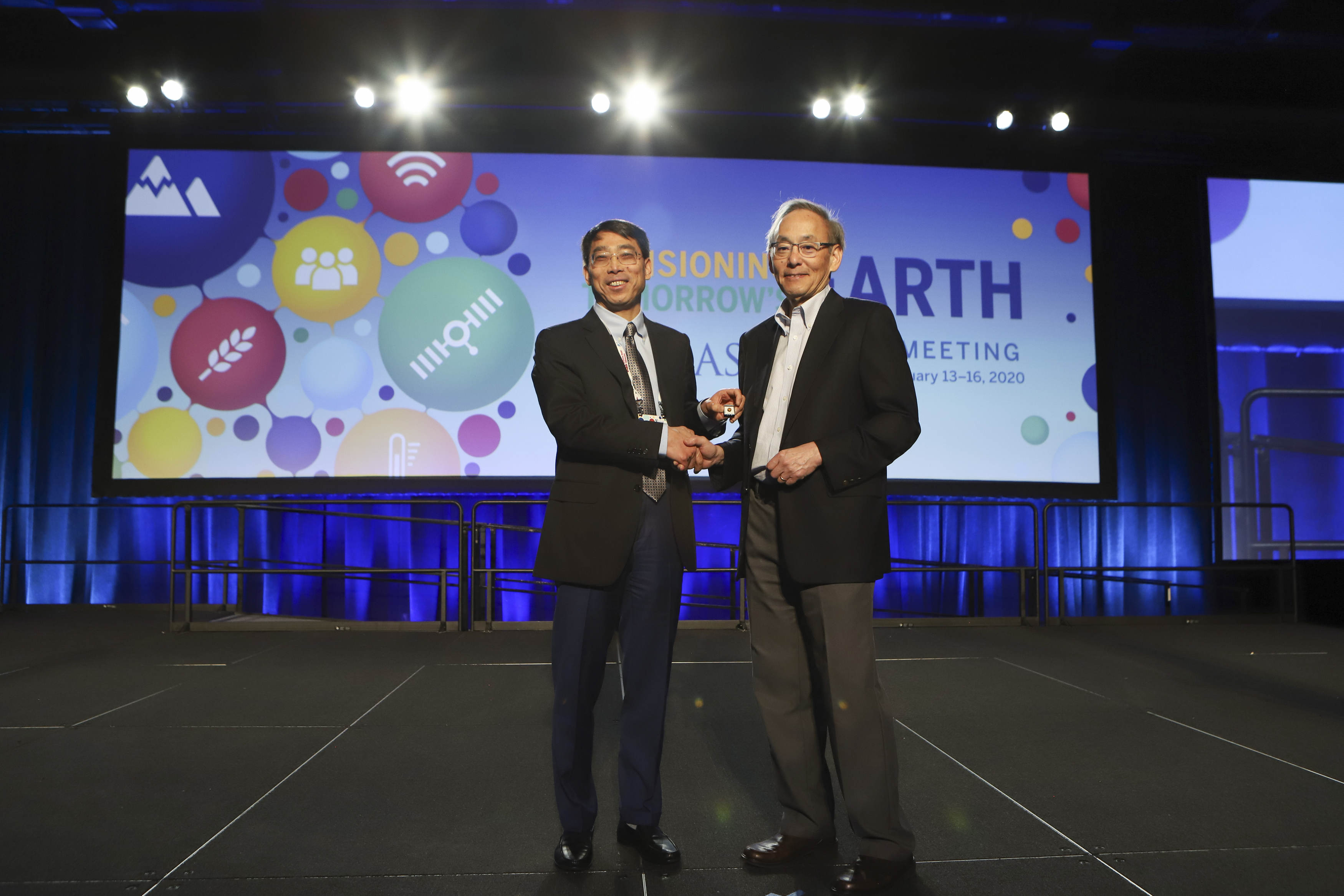 Shaomeng Wang (left) pictured with Steven Chu (right), the 2019-2020 AAAS president