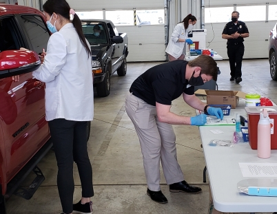 Students and alumni work together to help vaccinate against COVID-19